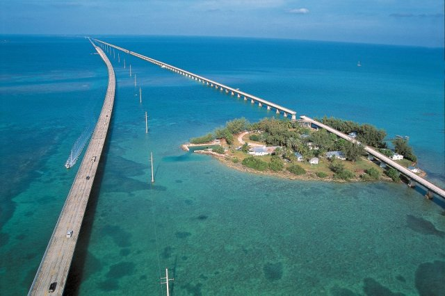 LOCATED IN THE MIDDLE OF THE OLD SEVEN MILE BRIDGE TRAVELERS VISIT THE MUSEUM ON PIGEON KEY